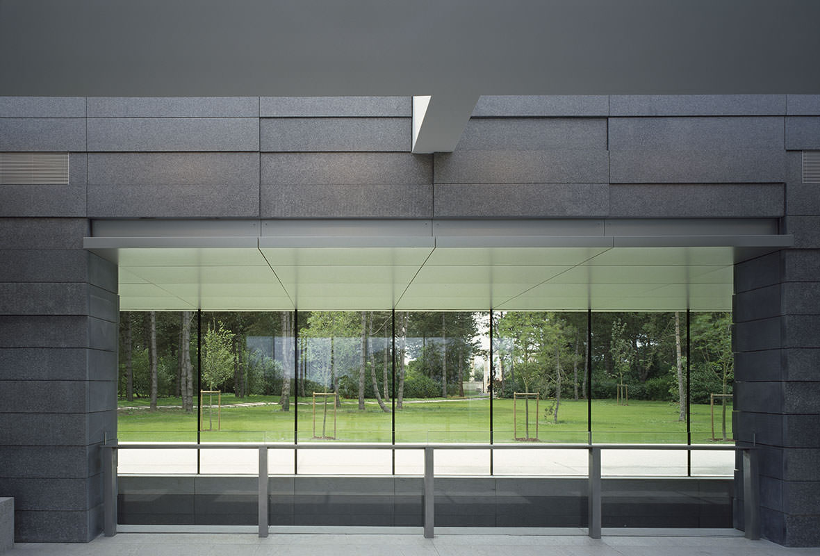 Normandy american cemetery visitor center front inc for Exterior glass wall systems